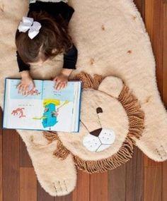 Оригинальный коврик «Лев» в детскую своими руками