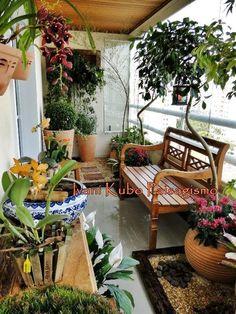46 Balcony Garden Ideas For Decorate Your House Balkon Balcony Bench, Small Balcony Garden, Porch And Balcony, Terrace Garden, Indoor Garden, Outdoor Gardens, Balcony Ideas, Balcony Gardening, Small Balconies