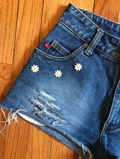 Upcycled Denim S 3 Vintage Highwaist Jeans Shorts Daisies Patchwork Boho Hippie Gypsy Daisy Duke Grunge Bohemian Hipster Folk Festival Artsy – Decor Style 2019 Diy Jeans, Diy Shorts, Painted Jeans, Painted Clothes, Embroidery On Clothes, Diy Embroidery, Diy Clothing, Custom Clothes, Diy Fashion