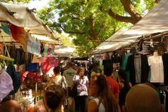 Tiene lugar los martes y sábados desde tempranas horas de la mañana hasta las 16 hs, en el parque de Villa Biarritz. Un paseo que vale la pena conocer, cuenta con gran variedad de puestos de artesanías, indumentaria y accesorios, así como frutas y verduras.
