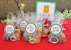 Edible Art Kit Party Favors at a Rainbow Art Party #rainbow #artpartyfavors