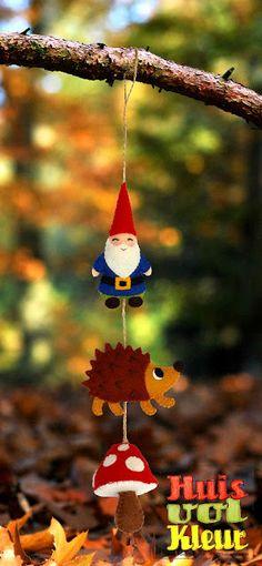 This Dutch page has some adorable ideas for little felt decorations! Felt Diy, Felt Crafts, Diy Crafts, Diy For Kids, Crafts For Kids, Arts And Crafts, Hedgehog Birthday, Wooly Bully, Christmas Crafts