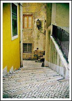 Beco da Caridade -   Alfama, Lisboa - Portugal - This photo belongs to  Cosmovisión's photostream