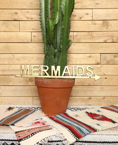 A sign that always points to the beach. | 24 Things All Mermaids Definitely Need In The Summer