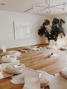 Yoga Studio Design, Yoga Room Design, Yoga Studio Home, Pilates Studio, Yoga Studio Interior, Yoga Studio Decor, Spa Design, Salon Design, Design Ideas