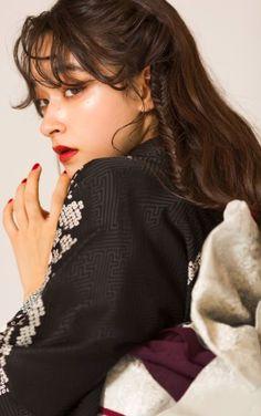Kimono Japan, Yukata Kimono, Japanese Kimono, Japanese Outfits, Japanese Fashion, People Poses, Hair Arrange, Japan Girl, Portrait Inspiration