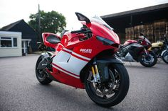 http://www.reddit.com/r/MotorcyclePorn/comments/1yty75/40000_ducati_desmosedici_rr_4256x2832_oc/