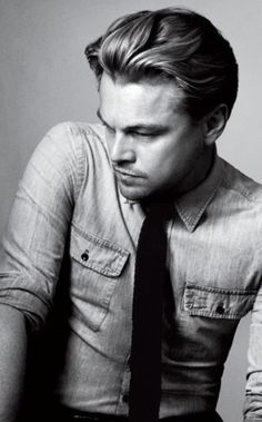 Black and white portrait of Leonardo DiCaprio via GQ Australia. Photography by Craig McDean. // perfect pose for guys Male Clothes, Pretty People, Beautiful People, Gq Australia, Look Girl, Hommes Sexy, Raining Men, Famous Faces, Belle Photo