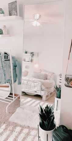 Dorm Room 36442 live your best life today – If you still have a pulse, God sti. Dorm Room 36442 live your best life today – If you still have a pulse, God still has a purpose. Cute Bedroom Ideas, Cute Room Decor, Room Ideas Bedroom, Teen Room Decor, Bedroom Decor, Bedroom Inspo, Bedroom Inspiration, Ikea Bedroom, Bedroom Furniture