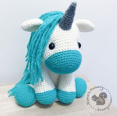 Mint unicorn made with love by @zsanigurumi Pattern by @sweetoddityart Yarns are Phil Looping from @phildar_officiel #amigurumi #amigurumipatterns #crochet #crochetlove #handmade #handmadetoy #toy #unicorn #mint #unikornis