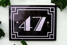 Art-Deco border number.