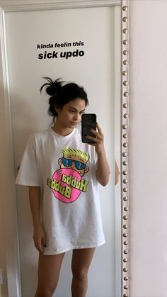 From slogan tees to graphic t-shirts, find your perfect t-shirt by seeing all of our styles in the same collection. The Cw, Camila Mendes Style, Camila Mendes Veronica Lodge, Camila Mendes Riverdale, Riverdale Veronica, Zack Y Cody, Camilla Mendes, Riverdale Characters, Riverdale Cast