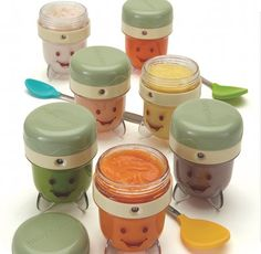With  Storage Cups, Date-Dial lids, Storage Trays, and Easy Pop Batch Trays,  The Baby Bullet Storage set provides extra space to prepare and store homemade baby food.