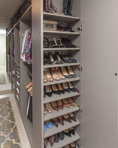 Unique closet design ideas will definitely help you utilize your closet space appropriately. An ideal closet design is probably the […] Wardrobe Design Bedroom, Master Bedroom Closet, Bedroom Wardrobe, Wardrobe Closet, Master Suite, Closet Space, Master Bedroom Plans, Master Bathroom, Cheap Storage