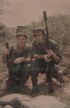 Two soldiers of the 101st Airborne ~ Vietnam War