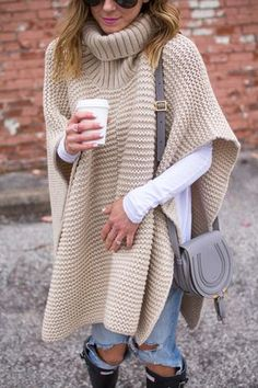 Grobstrick-Poncho – Lisa Petty Seigle – Join in the world of pin Poncho Outfit, Poncho Sweater, Knitted Poncho, Crochet Shawl, Knit Crochet, Poncho Knitting Patterns, Free Knitting, Crochet Clothes, High Street Fashion