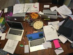 botanic-study: this is what it looks like when you get four friends together to study for a midterm School Motivation, Study Motivation, Study Desk Organization, Group Study, Study Pictures, School Study Tips, Study Space, Student Studying, Study Hard
