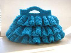 Free crochet pattern for a bella ruffled bag by Crochet Dreamz.