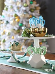 Unique Holiday Centerpiece Ideas - christmas decor with candy canes