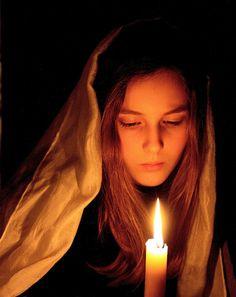 Яндекс.Фотки Diwali Photography, Dark Photography, Creative Photography, Portrait Lighting, Portrait Photography Poses, Portraits, Painting Of Girl, Light Painting, The Little Match Girl