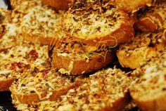 Sarımsaklı Kekikli Ekmek Tarifi