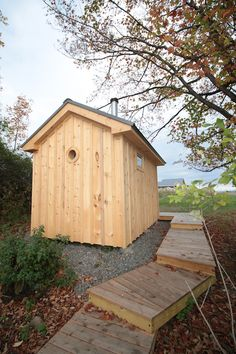 wood burning sauna by Rob Licht with classic lines ad portal window Outdoor Sauna, Outdoor Baths, Outdoor Showers, Sauna House, Tiny House Cabin, Building A Sauna, Sauna Design, Design Design, Interior Design