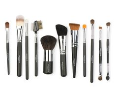 Complete Brush Set - Who says you can't have it all? Start by having the right brushes for all of your Younique cosmetics with the complete brush set. Blusher Makeup, Blusher Brush, Brow Brush, Concealer Brush, Eye Brushes, Makeup Brushes, Makeup Tools, How To Apply Blusher, Eye Liner