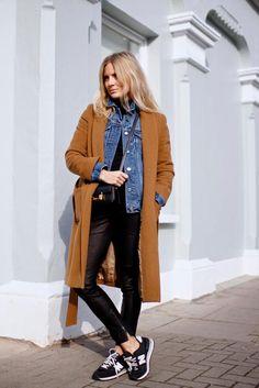 superposition d'une veste jean et d'un gros manteau, idée à piquer !