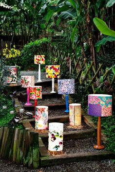 Objetos do Damatadecor ateliê, que confecciona objetos artesanais e customizados: luminárias de patchwork, espelhos, bandejas, lápis com pingentes, entre outros. Também atua no segmento de brindes corporativos para as empresas que buscam opções personalizadas.  Contato: damatadecor.va@gmail.com   #decoração #luminárias #brindes #patchwork #artesanal #ateliê