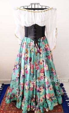 Flamenco Costume, Belly Dancer Costumes, Belly Dancers, Costume Dress, Gypsy Culture, Medieval Fashion, Boho Gypsy, Tie Dye Skirt, Style Me