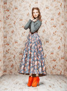 vintage Soviet Russian look by Ulyana Sergeenko F/W Vintage Outfits, Vintage Dresses, Vintage Fashion, Vintage Style, Retro 50, Fashion Brands, High Fashion, Runway Fashion, Image Mode