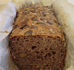 Mon pain de la semaine fait hier soir, toujours au sarrasin  lorsqu'il commence à faire frais et humide...     Il est absolument excel...