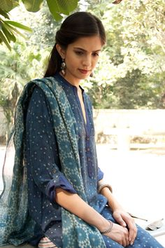 Ajrak collection Indian Tunic, Indian Wear, Indian Dresses, Indian Outfits, Chic Outfits, Sport Outfits, Indigo Prints, Casual Formal Dresses, Neckline Designs