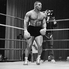 Iron Mike Tyson - Healty fitness home cleaning Ufc, Boxe Fight, Boxe Mma, Boxing Images, Boxing History, Boxing Champions, Black History Facts, Sport Icon, Combat Sport