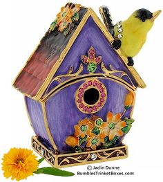Trinket Box: Birdhouse With Goldfinch On Roof