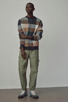 Men's Fashion, Indie Fashion, Streetwear Fashion, Fashion Menswear, Fashion Outfits, Mens Fall, Men Sweater, Mens Sweater Outfits, 90s Outfit Men