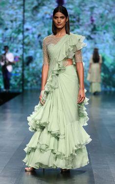 S/S 2019 Lotus Makeup India fashion week 2018 Saree trend Stylish Sarees, Trendy Sarees, Stylish Dresses, India Fashion Week, Lakme Fashion Week, Tokyo Fashion, Street Fashion, Indian Gowns, Indian Sarees