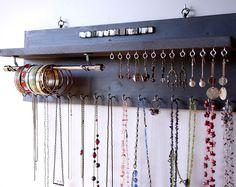 Porta gioielli con mensola. Orecchini visualizzano. Supporto da parete grigio blu collana montata. Deposito di collana. scaffale. Supporto per orecchini. Cremagliera di gioielli.
