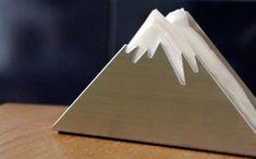これは面白い!三角形で富士山を表現したペーパーホルダーが秀逸