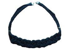 Collar #2 de trapillo negro con cierres en bronce  //  Precio: 5€