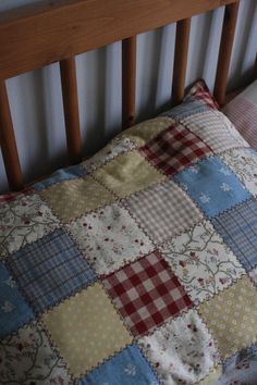 Soft Furnishings, Quilts, Blanket, Bed, Home, Log Projects, Stream Bed, Reupholster Furniture, Quilt Sets