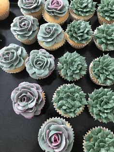 The new trend for celebrations is succulentsSucculent Bridal Shower Theme! The new trend for celebrations is succulents How to pipe buttercream succulents succulent cake images How to Pipe Buttercream Succulents Cupcakes Succulents, Kaktus Cupcakes, Flower Cupcakes, Mini Cakes, Cupcake Cakes, Succulent Wedding Cakes, Cupcakes Decorados, Cactus Cake, London Cake