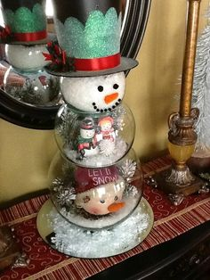 In this DIY tutorial, we will show you how to make Christmas decorations for your home. The video consists of 23 Christmas craft ideas. Snowman Christmas Decorations, Snowman Crafts, Christmas Centerpieces, Christmas Snowman, Christmas Projects, Holiday Crafts, Christmas Time, Christmas Ornaments, Winter Christmas