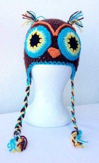 Gorro de ganchillo buho Un gorro de crochet con llamativos colores