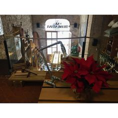 Hoy celebramos la comida de Navidad en nuestro restaurante favorito de Barcelona. Feliz viernes desde @satramuntana!  #woodfurniture#pipefurniture#uniquepieces#design#furnituredesign#handmade#batlloconcept#santismo#restaurant#satramuntana#barcelona#xmas by batlloconcept