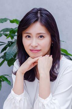 本仮屋ユイカ(撮影:田村豊) - Yahoo!ニュース(THE PAGE) The Page, Sexy Older Women, Cheer Up, Japan, Actresses, Face, Beauty, Female Actresses, The Face
