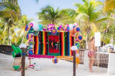 I love this idea of an outdoor PhotoBooth. Perfect for a beach wedding here in Mexico