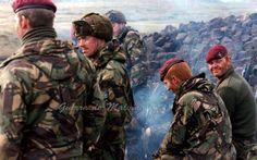 Ingenieros Reales pertenecientes al Para 9 en Estancia House, durante el avance de las tropas británicas sobre Puerto Argentino, junio de 1982 Parachute Regiment, Falklands War, Camouflage Patterns, Major General, Paratrooper, British Army, Cold War, Britain, Military