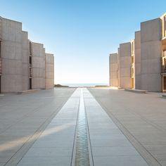 San Diego, CA: Salk Institute, Louis Kahn & Luis Barragán, Modern Architecture Design, Minimalist Architecture, Space Architecture, Modern Buildings, Architecture Images, Louis Kahn, San Diego, Urban Furniture, Concrete Furniture