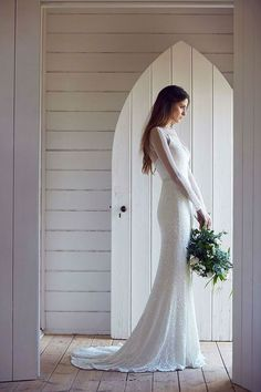 30 Minimalist and Elegant Wedding Dress Ideas - Sortra